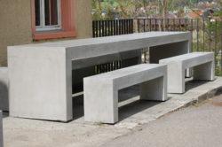 Sitzbank und Tisch