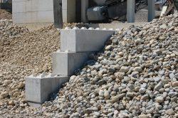 Beton-Legosteine-Brandschutzmauer